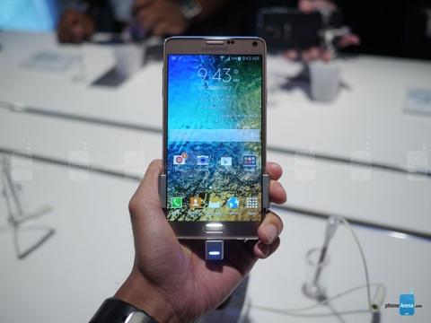 Nhung smartphone quay phim 4K dang ban tai VN hinh anh