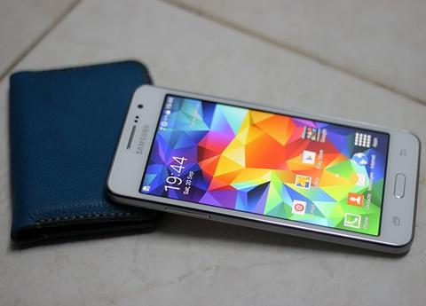 Loat smartphone duoi 5 trieu dang mua choi Tet hinh anh