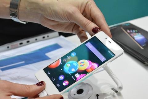 Nhung smartphone hap dan trong tam gia 6 trieu dong hinh anh