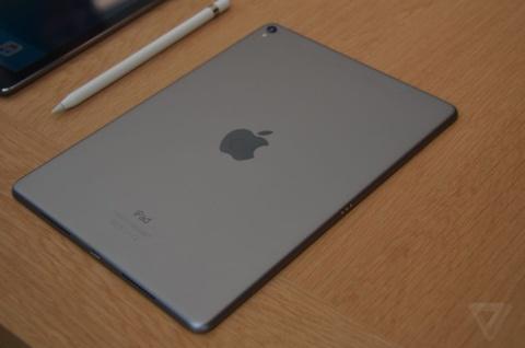 Dung thu iPad Pro 9,7 inch gia tu 599 USD hinh anh