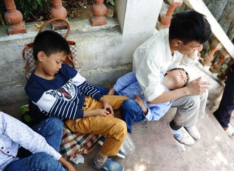 Xep hang 2 tieng chua len duoc cap treo di Chua Huong hinh anh 9