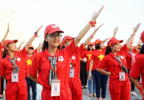 2.000 nguoi xep hinh la co Viet Nam tai Ha Noi hinh anh