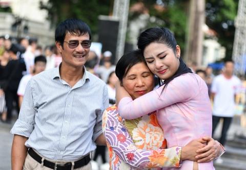 Phan Anh, Ngoc Han cung 5.000 ban tre nhay vi su tu te hinh anh 8