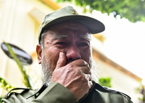 Ha Noi treo co ru ngay quoc tang tuong nho Fidel Castro hinh anh 8