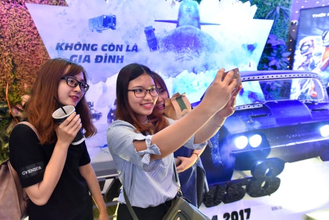 Rap chieu phim Ha Noi chay ve cac suat chieu 'Fast & Furious 8' hinh anh 10