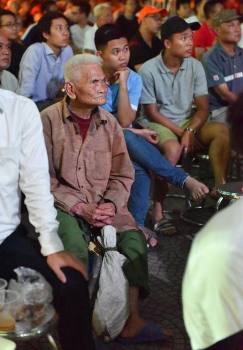 Ban gai Quang Hai, Minh Di het minh co vu U20 Viet Nam hinh anh 11