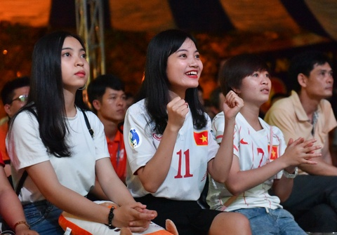 Ban gai Quang Hai, Minh Di het minh co vu U20 Viet Nam hinh anh 3