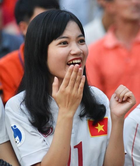 Ban gai Quang Hai, Minh Di het minh co vu U20 Viet Nam hinh anh 5