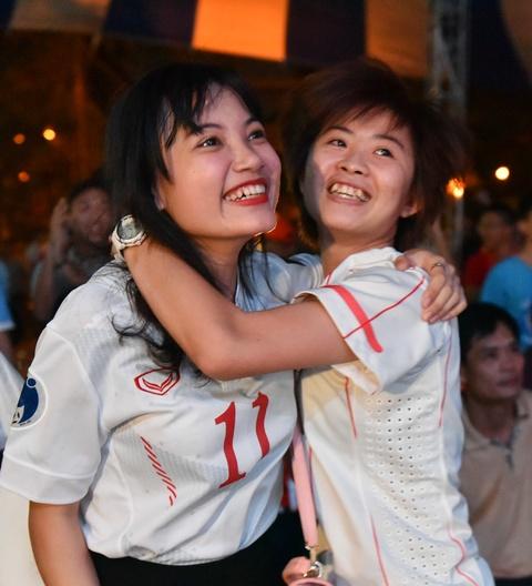 Ban gai Quang Hai, Minh Di het minh co vu U20 Viet Nam hinh anh 7