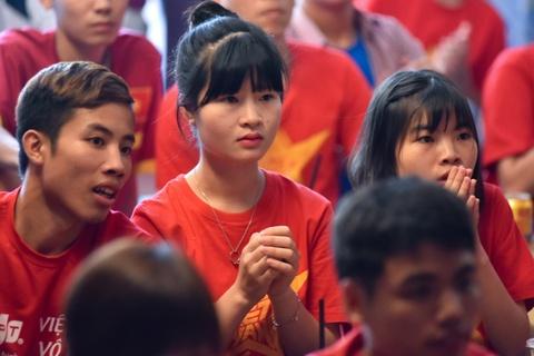 Co dong vien khoc nuc no sau that bai cua U20 Viet Nam hinh anh 5