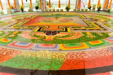 Can canh tranh Mandala Phat Quan Am bang ngoc da quy lon nhat Viet Nam hinh anh 2