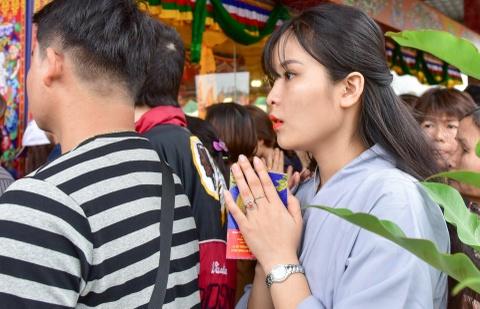Can canh tranh Mandala Phat Quan Am bang ngoc da quy lon nhat Viet Nam hinh anh 9