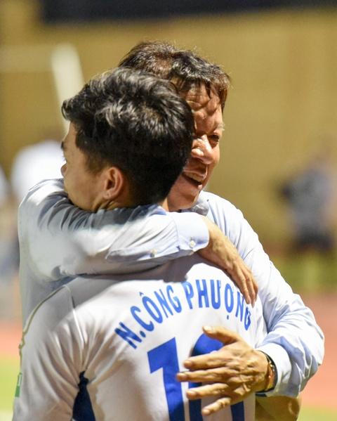 Cong Phuong toa sang mang ve 3 diem cho HAGL hinh anh 10
