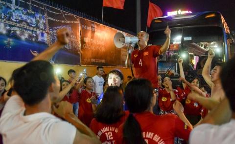 Cong Phuong toa sang mang ve 3 diem cho HAGL hinh anh 12