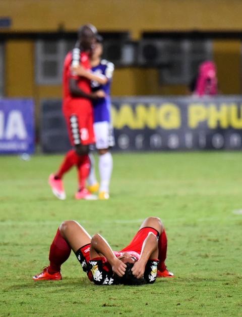CLB Ha Noi suyt thua doi Binh Duong trong tran dau co 6 ban thang hinh anh 12