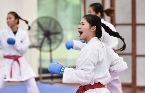 Nu van dong vien karate miet mai tap luyen truoc them ASIAD 2018 hinh anh 10