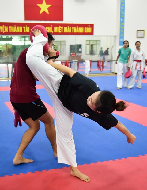 Nu van dong vien karate miet mai tap luyen truoc them ASIAD 2018 hinh anh 11