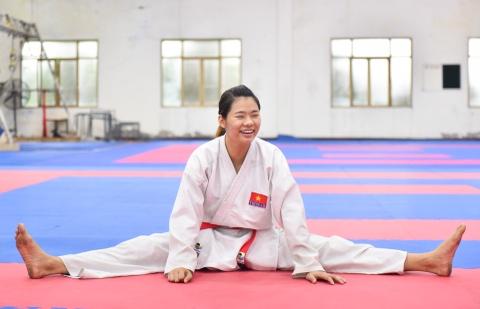 Nu van dong vien karate miet mai tap luyen truoc them ASIAD 2018 hinh anh 6