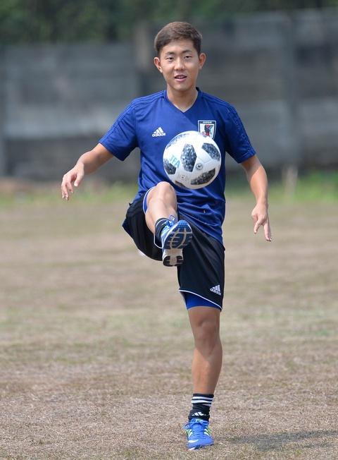 Cau thu Nhat Ban thoai mai truoc dai chien voi Olympic Viet Nam hinh anh 5
