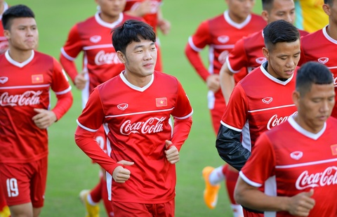 HLV Park cang thang khi theo doi hoc tro tap luyen truoc them AFF Cup hinh anh 6