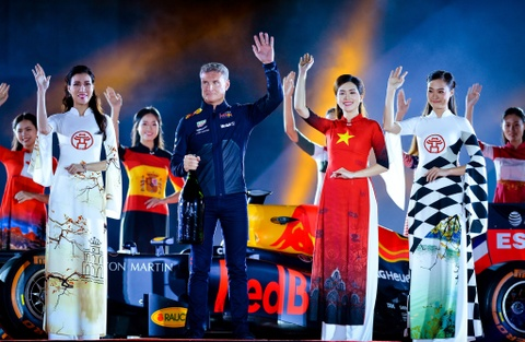 Xe dua F1 xuat hien hoanh trang tai Hoang thanh Thang Long hinh anh 8