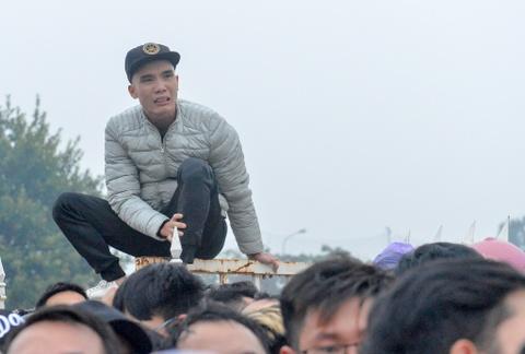 Co dong vien chen lan vi mua ve xem AFF Cup 2018 hinh anh 6