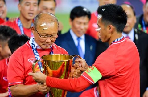 HLV Park Hang-seo xúc động khi tuyển Việt Nam lên ngôi vô địch