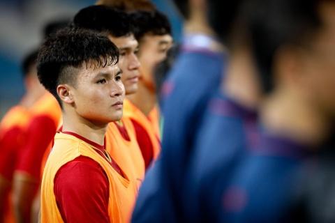 Quang Hai tung nguoi volley trong ngay U23 Viet Nam dai thang hinh anh 1