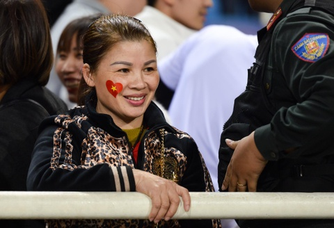 Quang Hai den nam tay me sau khi thang U23 Indonesia hinh anh 1