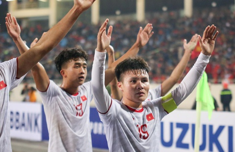 Quang Hai den nam tay me sau khi thang U23 Indonesia hinh anh 3