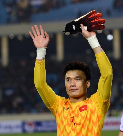 Quang Hai den nam tay me sau khi thang U23 Indonesia hinh anh 5