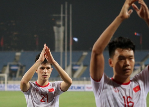 Quang Hai den nam tay me sau khi thang U23 Indonesia hinh anh 6