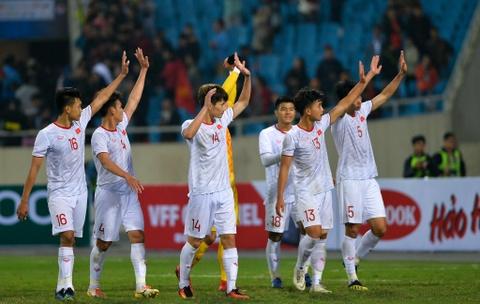 Quang Hai den nam tay me sau khi thang U23 Indonesia hinh anh 7