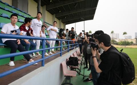 Nguoi hung World Cup 2002 gap lai HLV Park Hang-seo tai Ha Noi hinh anh 1