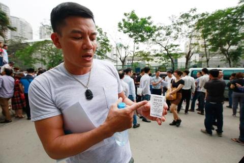 Xep hang tu 2h cho xin visa Han Quoc: Mat cho chi vi di ve sinh hinh anh 13