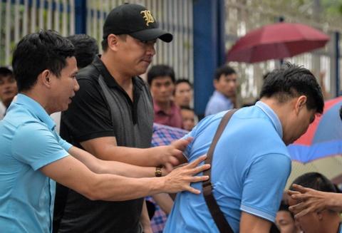 Xep hang tu 2h cho xin visa Han Quoc: Mat cho chi vi di ve sinh hinh anh 6