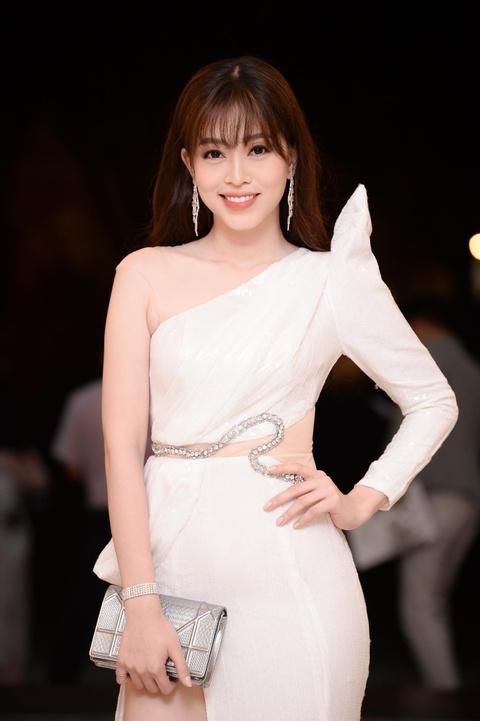 Nam sinh mac vay trong dem chung ket Miss & Mr DH Quoc gia Ha Noi hinh anh 10