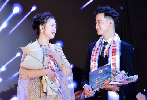 Nam sinh mac vay trong dem chung ket Miss & Mr DH Quoc gia Ha Noi hinh anh 11