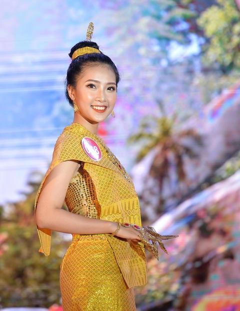 Nam sinh mac vay trong dem chung ket Miss & Mr DH Quoc gia Ha Noi hinh anh 4