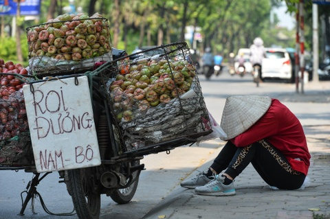 Danh vat voi nang nong bong rat hon 40 do C ngoai duong pho hinh anh 10