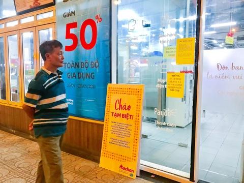 Chen lấn vét hàng giảm giá 50% trước ngày Auchan đóng cửa - Ảnh 6.