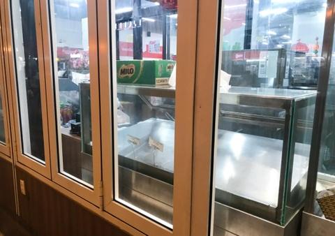 Chen lấn vét hàng giảm giá 50% trước ngày Auchan đóng cửa - Ảnh 7.