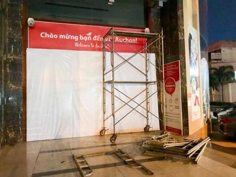 Chen lấn vét hàng giảm giá 50% trước ngày Auchan đóng cửa - Ảnh 8.