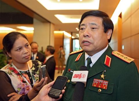 Bo truong quoc phong Phung Quang Thanh tri benh tai Phap hinh anh