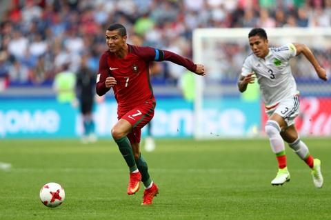 Ronaldo van toa sang bat chap scandal tron thue hinh anh 2