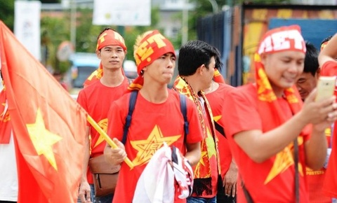 CDV mang quoc ky Viet Nam phu do mot phan khan dai san Selayang hinh anh
