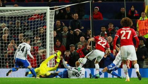 Lukaku toa sang, MU dai thang ngay tro lai Champions League hinh anh 4