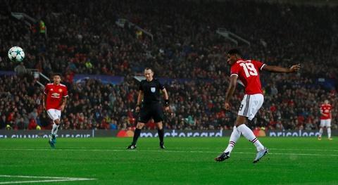 Lukaku toa sang, MU dai thang ngay tro lai Champions League hinh anh 9