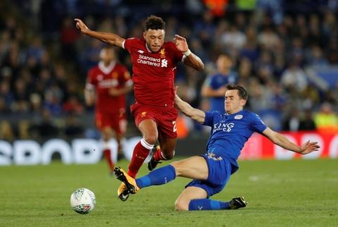 Van den tiep tuc deo bam Chamberlain va Liverpool hinh anh 2