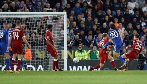 Van den tiep tuc deo bam Chamberlain va Liverpool hinh anh 5
